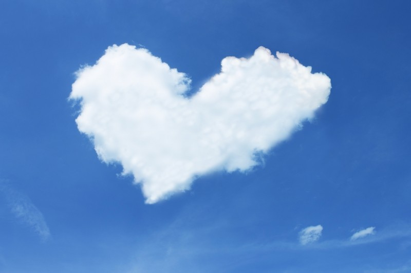 cloud-in-heart-shape-in-blue-sky